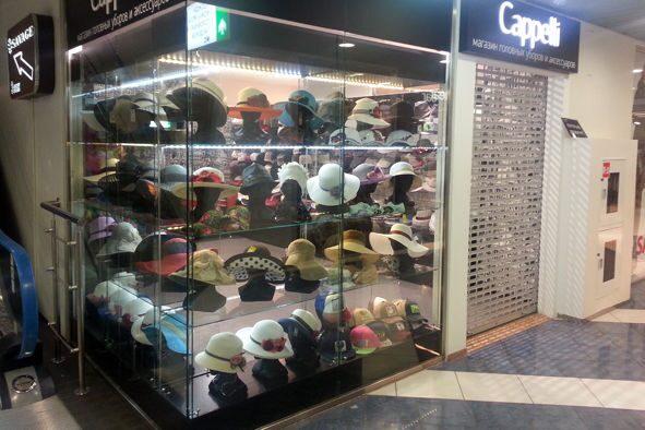 987a591cc9b8 торговое оборудование для магазинов сумок и аксессуаров. вид на бутик шляп