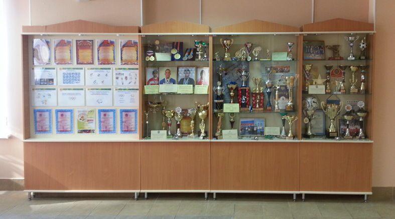 Витрины для наград 50 копеек 2004